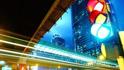 Як виглядає світлофор для залежних від смартфонів пішоходів - фото 1