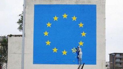 Відомий художник Бенксі створив новий  політичний мурал - фото 1