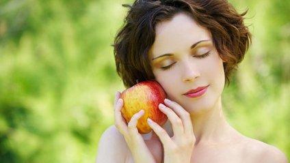 Продукти, які зволожать шкіру влітку - фото 1