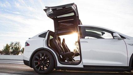 Tesla Model X - фото 1