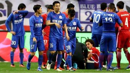 Футболісти в Китаї влаштували масову бійку посеред матчу - фото 1