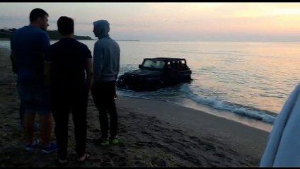 Як французький турист припаркував своє авто у морі - фото 1