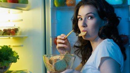 Дієтологи розповіли, як перестати їсти вночі - фото 1