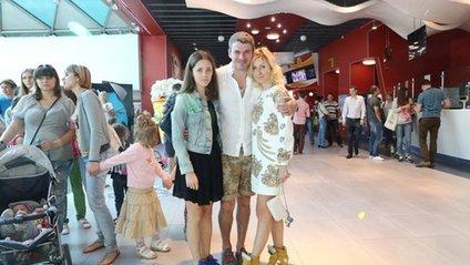 Тоня Матвієнко з дочкою та чоловіком - фото 1