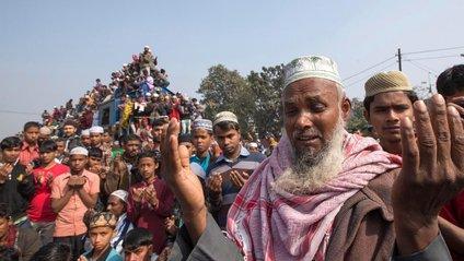 Як виглядає час пік на залізниці в Бангладеші: шокуючі фото - фото 1