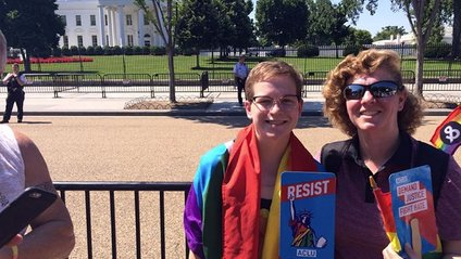 Фото батьків, які підтримують своїх ЛГБТ-дітей - фото 1