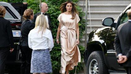 Безформна: соцмережам не сподобалася нетипова сукня Меланії Трамп - фото 1