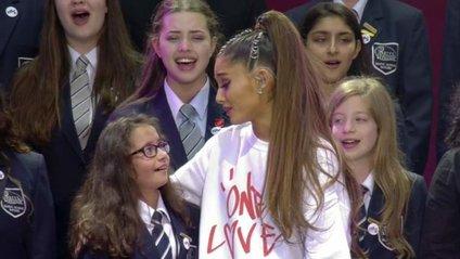 Боремося зі злом любов'ю: світові зірки заспівали на концерті в Манчестері - фото 1