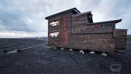 На найбільш активному вулкані у світі звели будинок: фотофакт - фото 1