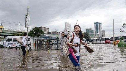 Сильні зливи перетворили Стамбул у Венецію: з'явилося відео - фото 1