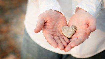 Вчені пов'язали щедрість зі щастям - фото 1