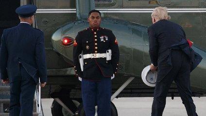 Дональд Трамп допомагає морпіху - фото 1