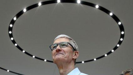 """Кук вважає вартість найсучаснішого iPhone """"розумною"""" - фото 1"""
