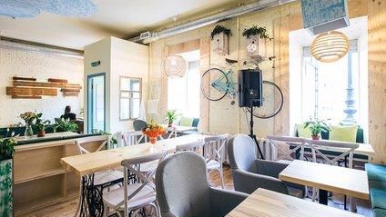 У новому кафе в Швейцарії клієнтів будуть обслуговувати секс-роботи - фото 1