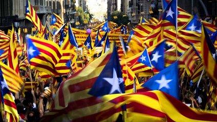 Тисячі компаній пішли з Каталонії - фото 1
