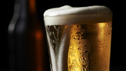 Учені пояснили, чому пиво робить чоловіків щасливими - фото 1