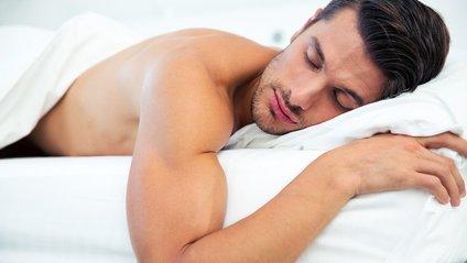 Вагомі причини спати голяка - фото 1
