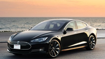 Tesla Model S перетворили на ферму для майнінгу криптовалюти - фото 1