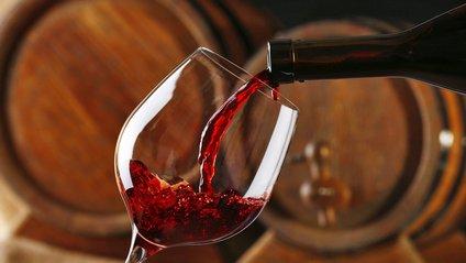 Продали найдорожчу в світі пляшку вина - фото 1