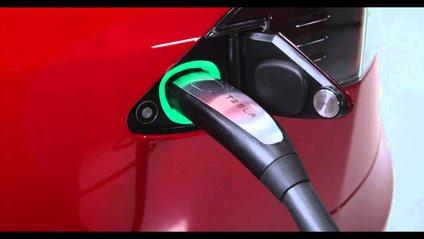 Tesla побудувала станцію Supercharger - фото 1