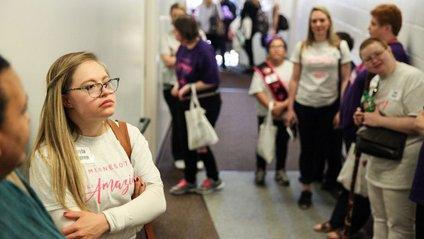 Дівчина з синдромом Дауна отримала дві премії на конкурсі краси - фото 1