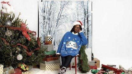 Вупі Голдберг випустила колекцію светрів до Різдва - фото 1