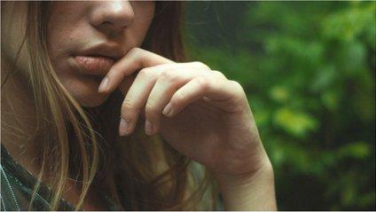 Нанесіть на губи спеціальні противірусні мазі - фото 1