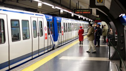 Кумедне відео: щур, який влаштував переполох в метро Нью-Йорка, став зіркою мережі - фото 1