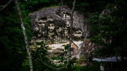 Загадкові скелі в Греції - фото 1