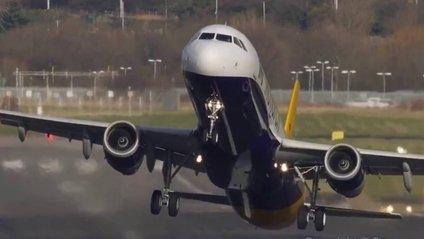 Літак здійснив екстремальну посадку - фото 1