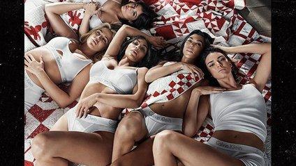 Сімейство Кардашян роздяглось для реклами Calvin Klein - фото 1