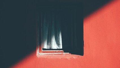 Фотограф 12 років знімав таємниче вікно, і ось що вийшло - фото 1