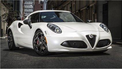 Водій не боїться їздити на Alfa Romeo 4C взимку - фото 1