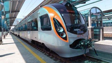 В Україні подорожчають квитки на потяги - фото 1