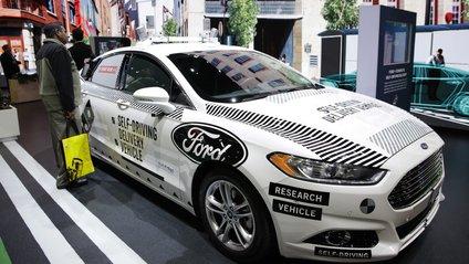 У США Ford з автопілотом розбили в перший день випробувань - фото 1