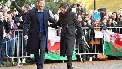 Принц Гаррі та Меган Маркл відвідали Кардіфф - фото 1