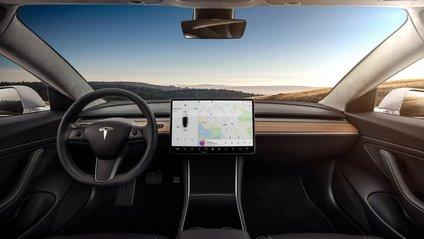 Tesla звинуватили в здешевленні інтер'єру Model 3 - фото 1