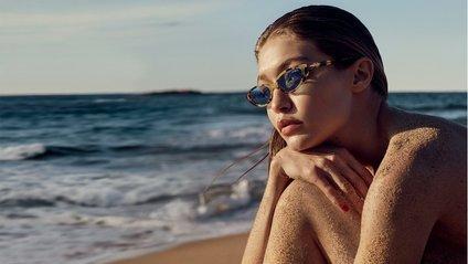 Джіджі Хадід у спекотній фотосесії на пляжі: ефектні фото - фото 1