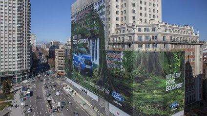 Ford встановив найбільший у всьому світі білборд з рекламою - фото 1