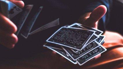 Ви не повірите! Шалений трюк з картами став хітом мережі - фото 1