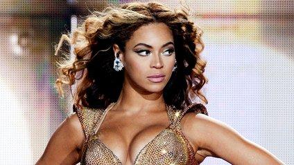 Beyonce вразила різкою зміною креативних образів на грандіозному фестивалі в США - фото 1