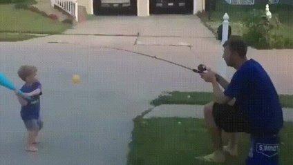 Татусь-геній став зіркою мережі: кумедне відео - фото 1
