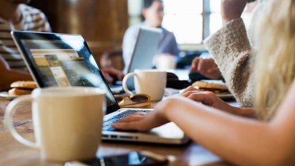 Жінки більше схильні до емоційного виснаження на роботі, ніж чоловіки - фото 1