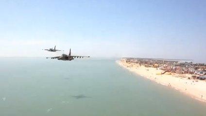 Як український штурмовик пролетів над самісіньким пляжем: ефектне відео - фото 1