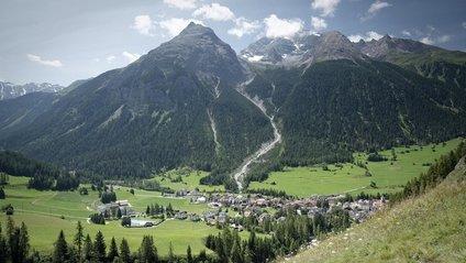У мережу потрапили фото альпійського містечка, яке не можна знімати - фото 1