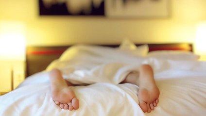 Названі вагомі причини не зловживати сном на вихідних - фото 1