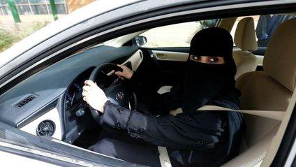 Саудівська принцеса вперше скористалася правом сісти за кермо - фото 1