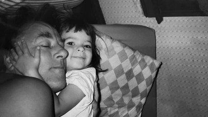 Емілі Ратажковскі показала архівні фото з татусем - фото 1