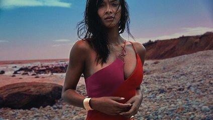 Ангел Victoria's Secret перетворилась у русалку: звабливі фото - фото 1