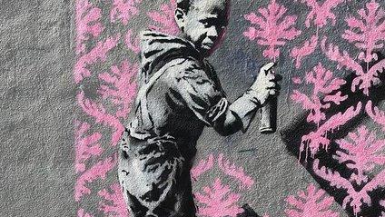 Британський художник Бенксі намалював шість нових графіті в Парижі - фото 1